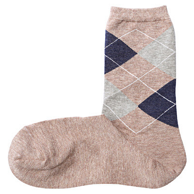 私の靴下の写真だと分かりにくいですけど、こんな風に本当にかかとが直角なんですね。だから自然なのです。履くとまったく違和感がありません。