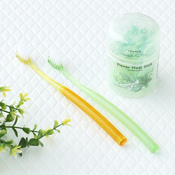 LOHACO Lifestyle Oral Care 歯ブラシ (コンパクト ふつう 緑・オレンジ)+フレーバーフロススティック(カルダモンミント)セット