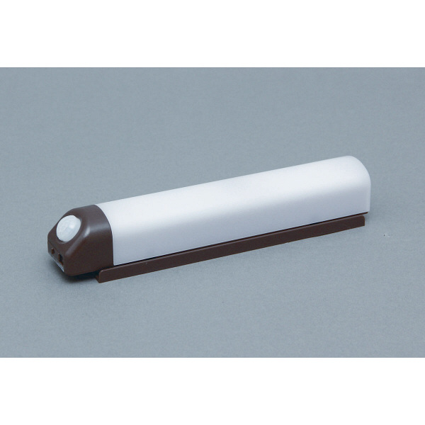 アイリスオーヤマ 乾電池式屋内センサーライト ウォールタイプ 電球色 シーリングライト BSL40WL-M (直送品)