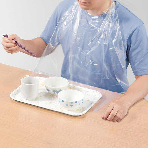 オオサキメディカル プラスハート使い捨て食事用エプロン ポケット付透明 1箱(60枚入り) 73740