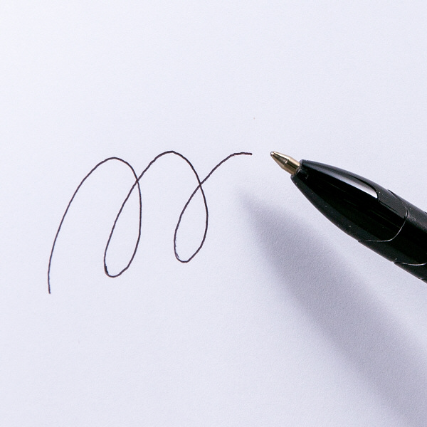 アスクル ノック式油性ボールペン(通し穴付き) 黒軸 0.7mm 黒インク 10本