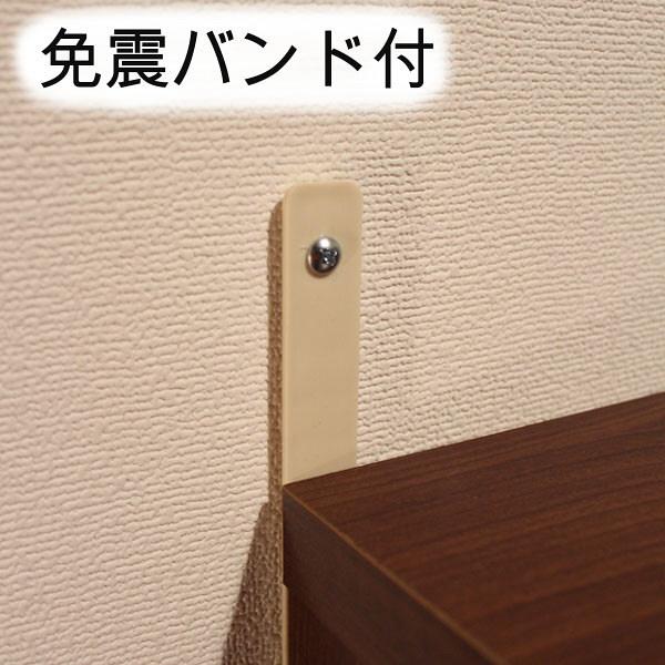 木目のナイトテーブル