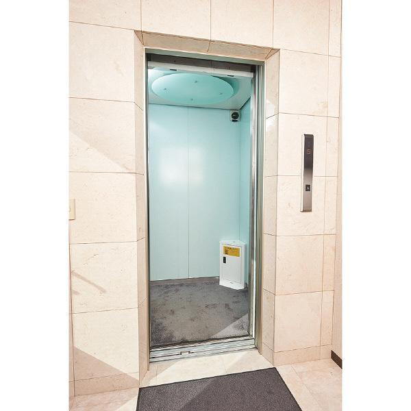 ナカバヤシ エレベーター用防災キャビネット ダイヤルロック コンパクトタイプ ホワイト 幅360×奥行230×高さ550mm EVC-103DW 1台(直送品)