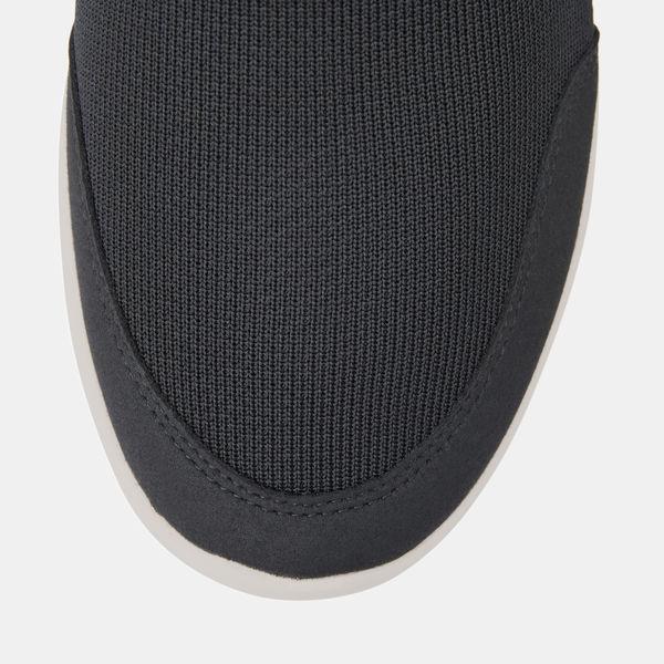 踵の衝撃を吸収するスニーカー 28.0