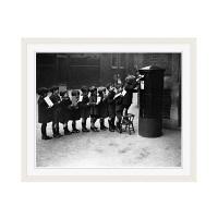アートプリントジャパン 「Children Lined Up to Mail Letters」 フレーム/M/ホワイト 1枚