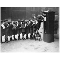 アートプリントジャパン 「Children Lined Up to Mail Letters」 キャンバス/L 1枚