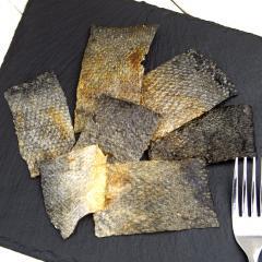 北海道産 パリパリ鮭の皮チップス 30g 無添加 無着色 犬猫用おやつ ぱっくん亭