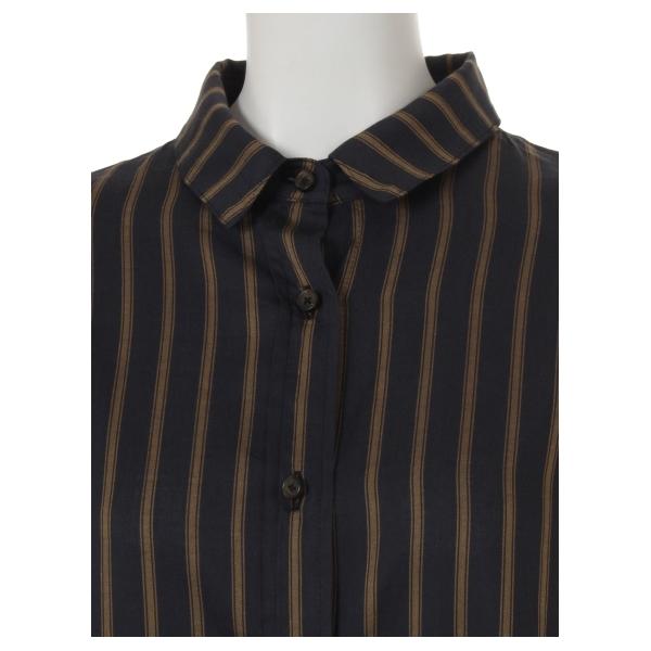 バック刺繍シャツ