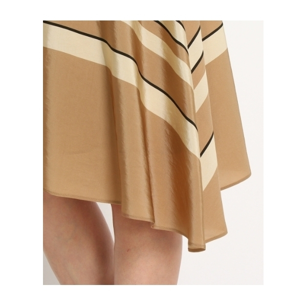 光沢ボーダースカート