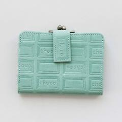 10%OFFクーポン対象商品 【送料無料】 チョコレートバイヤーとコラボ! チョコ型押しで誂(あつら)えた 本革がま口付き折り財布〈ミントブルー〉[本革 二つ折り財布:日本製] クーポンコード:KZUZN2T