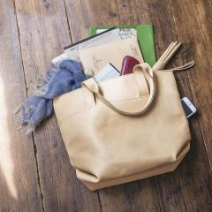 10%OFFクーポン対象商品 【送料無料】 プロダクトデザイナーとコラボ! 使うほどに自分色になる オールレザー仕事鞄 (アイボリーベージュ)[本革 バッグ:日本製] クーポンコード:KZUZN2T