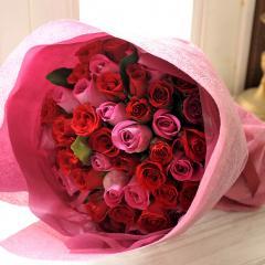 フラワーギフト 50本バラの花束 ピンク&レッドのミックス 生花 送料無料 誕生日 記念日 お祝い ギフトの画像