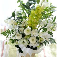 洋花を使った旬のおまかせお供え花 白のみの画像