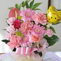 フラワーギフト 旬のおまかせお祝いピンク-ハッピーバースデースマイルバルーン 生花 送料無料
