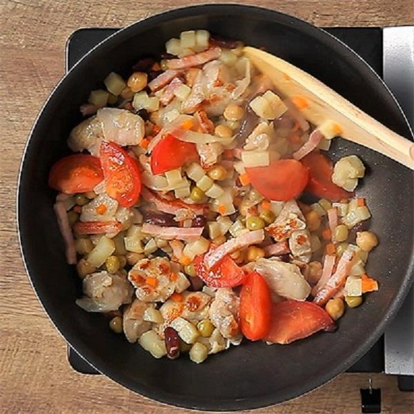 <冷凍4人前>野菜がたっぷり摂れる!チキンビーンズ<カット済野菜・計量済調味料>