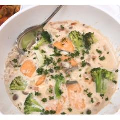 【新登場】<冷凍ミールキット>きのこと鮭のクリームチーズチャウダー(4人前)<カット済野菜・計量済調味料>【ポイント10倍】