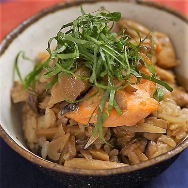 <冷凍5~6人前>きのこと鮭の炊き込みご飯(焦がしバター仕立て)(3合分)<カット済野菜・計量済調味料>