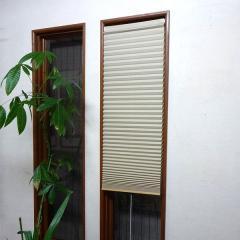 断熱スクリーン 小窓用断熱スクリーン 幅59×丈135cm 突っ張り棒付き ハニカムシェード ベージュ