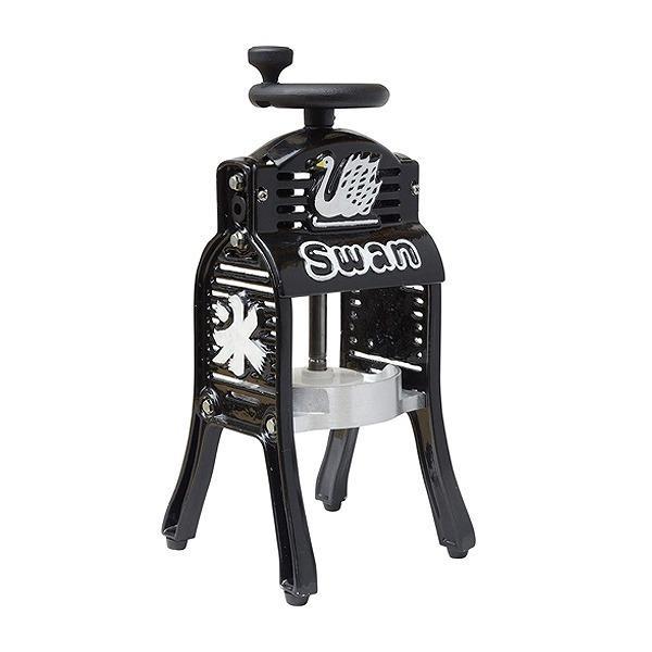 5%OFFクーポン対象商品 氷削機 手動式 ブロック氷専用 専用氷カップ付 BLACK SWAN (  SWAN 池永鉄工 製氷カップ かき氷 家庭用 業務用 氷かき機 スワン Swan カキ氷 かき氷器 手動 ) クーポンコード:V6DZHN5