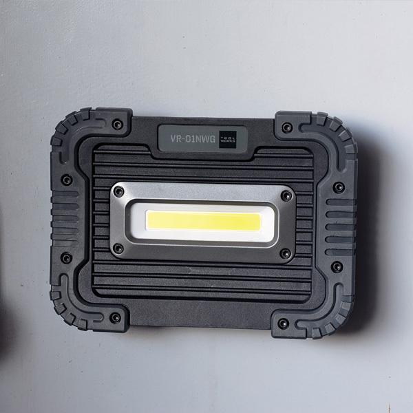 ポータブルLED ワークライト ノット グレー( 照明 ライト 防災 電池式 室内 屋外 防水 耐衝撃 停電 軽量 薄型 携帯 持ち運び )