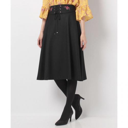 【TVドラマ着用】【美人百花 10月号掲載】サキソニーミディフレアースカート