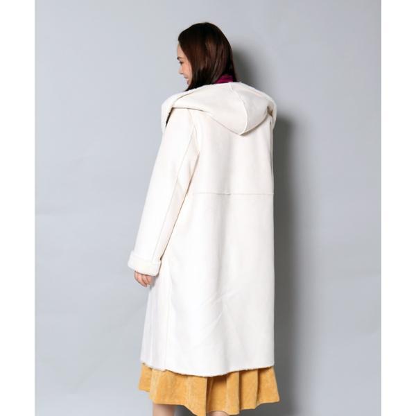 大人女性が着るモテムートンコート