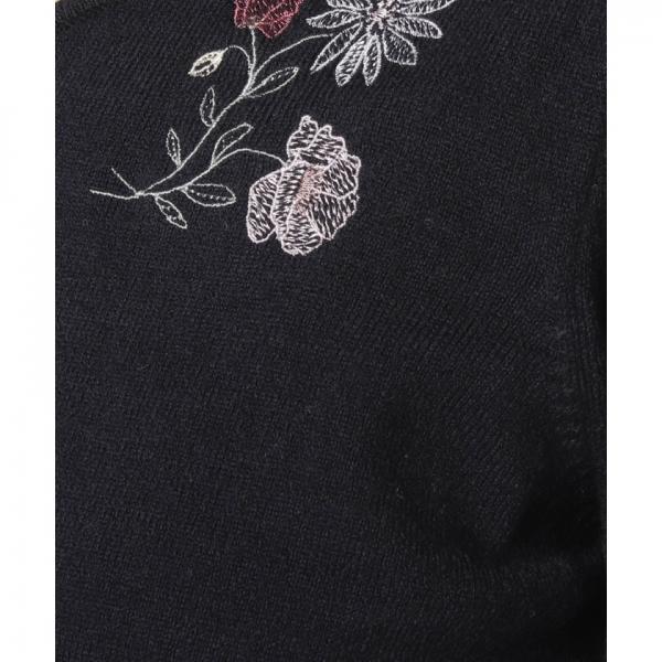 刺繍ニットワンピース