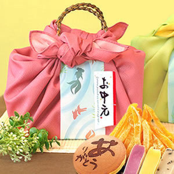 【ご予約・お中元ギフト】さわやか上品♪籠バッグスイーツギフト:ピンク色風呂敷 ※7/3以降で届け日をご指定下さい
