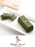 京都の老舗「一保堂茶舗」の抹茶のふくよかな香り、まろやかな旨みと強すぎない上品な渋みがある抹茶のテリーヌです。