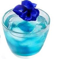 花そのままの色  青いハーブティー
