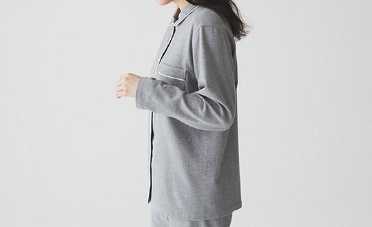 脇に縫い目のないパジャマ